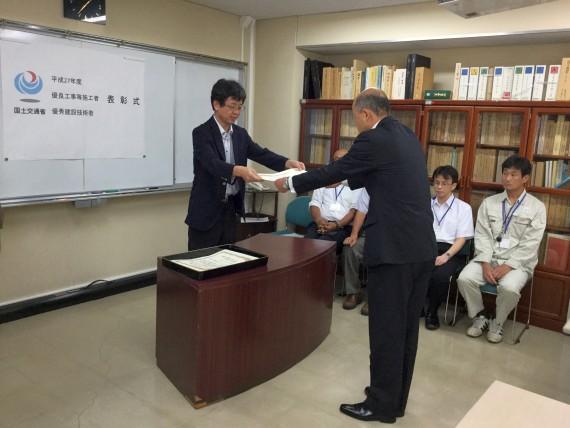 表彰状授与写真池田S.jpg