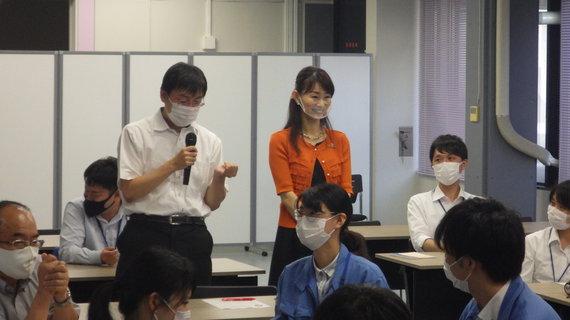 外部講師_ワーク風景2.JPG