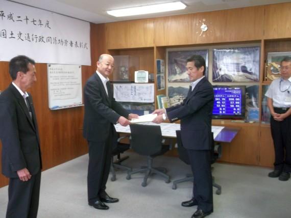 近畿地方整備局 九頭竜川ダム統合管理事務所より「平成27年度優良工事等施工者」および「優秀建設技術者」事務所長表彰を受賞いたしました